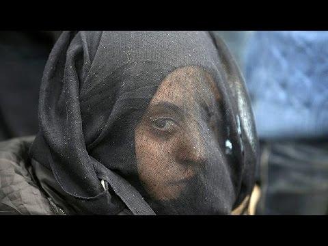 Άρχισε η μεταφορά προσφύγων και μεταναστών από τον καταυλισμό της Ειδομένης