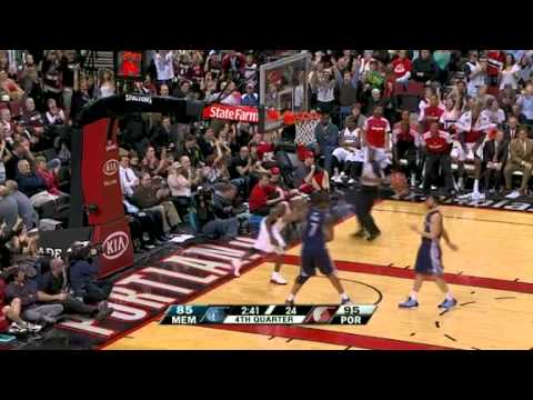 Gerald Wallace steals and dunks on Grizzlies