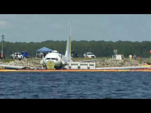Horrorlandung im Fluss: Boeing 737 rutscht über die L ...