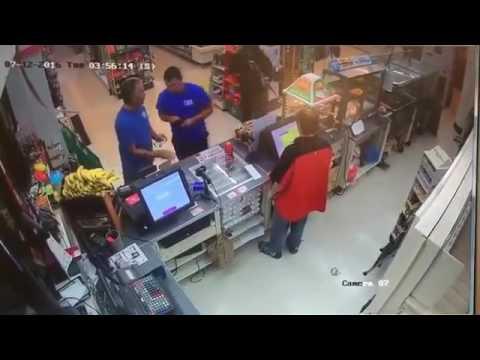 Tämä myyjä ei hätkähdä aseella uhkailevaa ryöstäjää