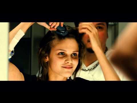 勵志電影《9頂假髮的女孩》:活出9種精彩人生!