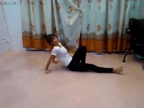 Khả Ngân tập nhảy hình thể