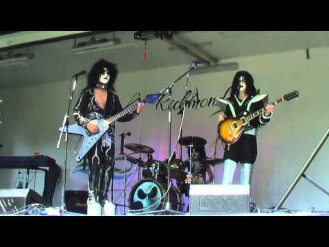 coverband - Avg age 13, KISS cover band at the Oak Ridges Fair Shorter highlight video in the works... 14:06, 15:01, 17:51, 20:26 ;) https://www.facebook.com/ssikband Ho...