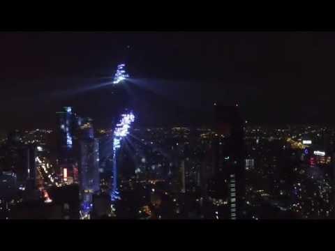 剛剛在泰國開幕第一高樓看起來「感覺像壞掉了」,直到晚上一開燈整個城市的人都在看它!