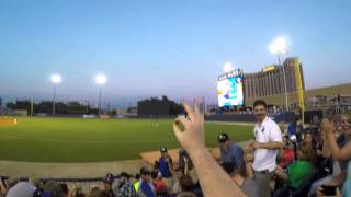 Barehanded baseball line drive catch