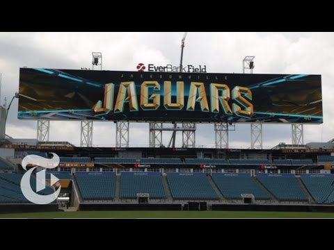 Building the N.F.L.s 362-Foot Screens | The New York Times_Best videos: Football