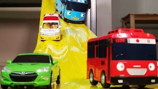 Video YELLOW TAPE SLIDE TAYO CARBOT PORORO 노랑테이프 미끄럼틀 카봇 타요 뽀로로 MP3, 3GP, MP4, WEBM, AVI, FLV Januari 2019