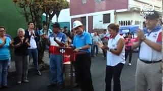 Roberto d'Aubuisson contribuye en la pavimentación de calles en Santa Tecla