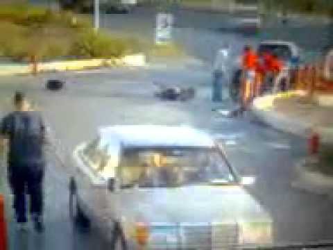 Woman runs over cop in Lebanon and runs away