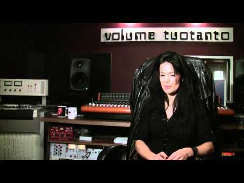 Martina Aitolehti, äänitysstudiosessio tekijä: DigituoteTV