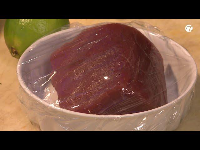 Gebratenes Thunfischsteak mit Süßkartoffel und Wasabigurkensalat   Low Carb