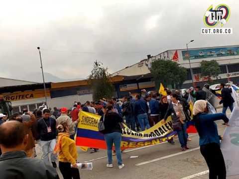 Brutal arremetida del gobierno de Juan Manuel Santos con el Esmad a los trabajadores estatales en mitin frente al sitio de negociaciones del Pliego Marco Estatal