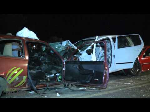 Acidente envolvendo três veículos deixa nove pessoas feridas e um morto na BR-282