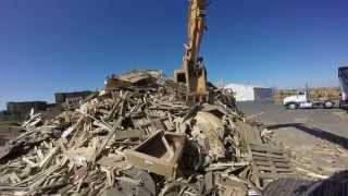 Video Case CX240 Excavator Loading a Peterson 4700B Horizontal Grinder MP3, 3GP, MP4, WEBM, AVI, FLV April 2019