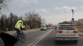 Sebix na rowerze i jego rajd pomiędzy samochodami i pasami ruchu…