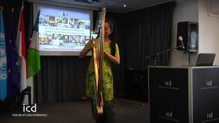 Minister Dr Mari Elka Pangestu Indonesian Harp player performs @ ICD)(720p_H.264-AAC)