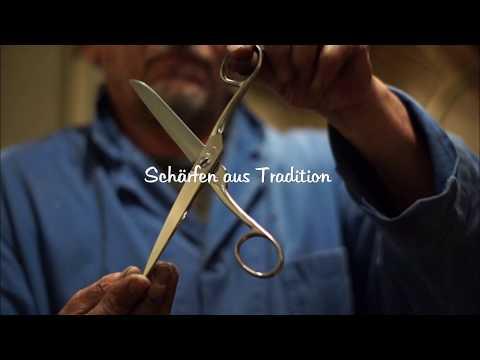 Der Messerschmiedemeister in Aktion Die Haushaltsschere