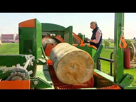 540 - Holz mit einem Durchmesser von bis zu 55 cm ist für den neuen Spaltfix kein Problem. Auch seine Bedienung geht mittels serienmäßiger Zweihand-Joystick-Steuer...