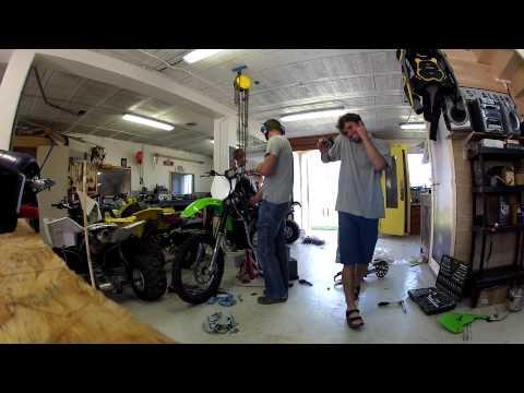 comment monter sur une moto