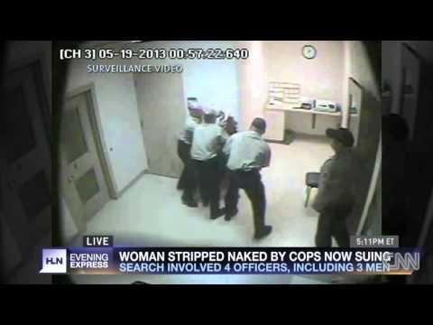 desnudan - El video registrado por la cámara de seguridad de la cárcel del condado de LaSalle, EE.UU., muestra a cuatro agentes de la Policía, tres hombres y una mujer,...