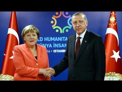 Ο Ερντογάν απειλεί την ΕΕ με «μπλόκο» στη συμφωνία για το προσφυγικό