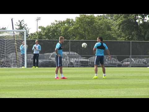 VIDEO: Rekik toont skills op training Manchester City