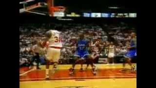 Olajuwon (35pts/16rebs/6asts/3stls) vs. Shaq (25pts/12rebs/4blks) ('95 Finals, Game 4)