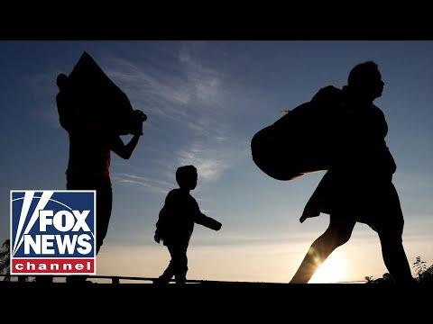 Migrant caravan plows on as Trump tightens asylum rules