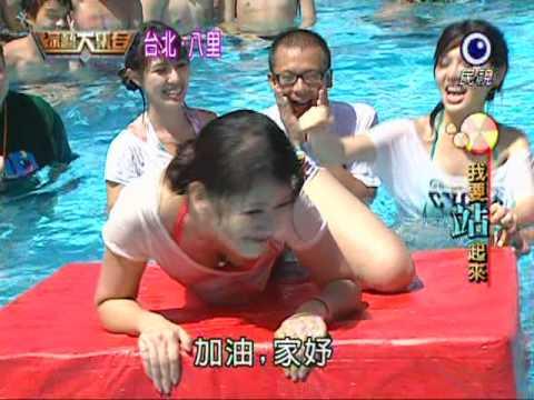 女子水上活動視覺震撼,看看後面男生的表情就知道了!
