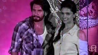 Ranveer Singh&Deepika Padukone promoting 'Ram-leela' at a mall in Mumbai
