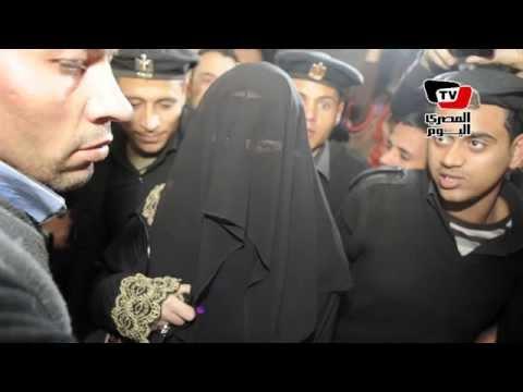 «صافيناز» تظهر بالنقاب أثناء التحقيق معها بتهمة «إهانة العلم»