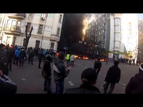 Уличные бои на Институтской 18.02.2014 (видео)