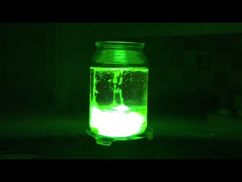 SIMPLE - How to make a simple Ultra Violet lava lamp, great for Halloween! Spooky! Twitter- https://twitter.com/Mist8kofficial Facebook- http://www.facebook.com/mist8kspage G+ http://www.gplus.to/AndyElli...