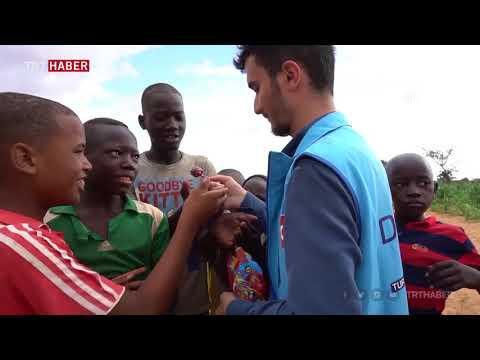 Türk gönüllüler Nijer'de yoksulların yüzünü güldürdü