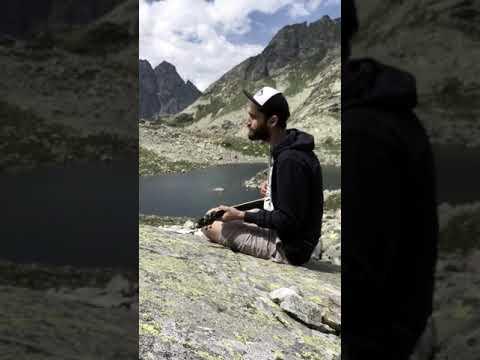 Pavel Horejš s kytarou v horách