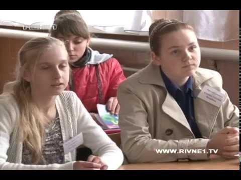 У Рівненському районі батьки повстали проти вчительки, яка поранила школярку [ВІДЕО]