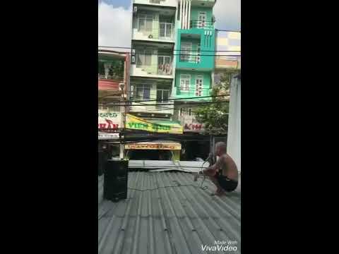 Thanh niên cứng bức xúc hàng xóm vác cả loa nên nóc nhà chửi