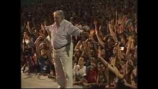 O ex-presidente do Uruguai, Pepe Mujica lotou a Concha Acústica da Uerj no dia 27 de agosto. Veja como foi.