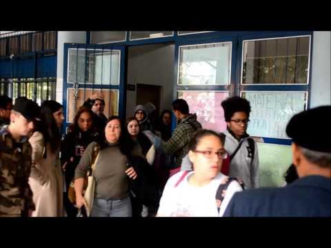 Grupo desocupa Escola Técnica Parobé em Porto Alegre