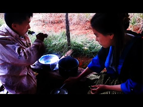 Hmong Video Tus Ntsuag Thiab Ntxhais Ntsuag Lub Neej Txom Nyem Heev (видео)
