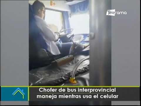 Chofer de bus interprovincial maneja mientras usa el celular