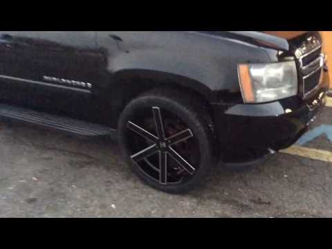 2007 Chevrolet Avalanche Sitting On 24