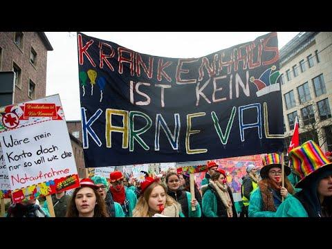 Köln: Warnstreik - Pfleger demonstrieren gegen Kranke ...