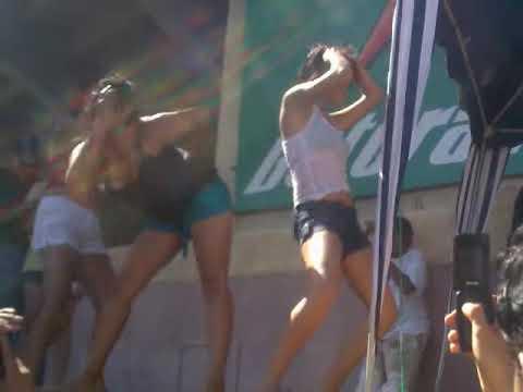 tuning slp varias chicas bailando sexi en concentración tunning.3gp