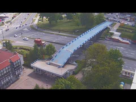 Wideo: Ciężarówka zahaczyła o kładkę KEN w Lubinie (monitoring miejski)