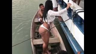 Gracyanne Barbosa, mulher do pagodeiro Belo, é acusada de matar dois meninos no Amazonas. Morreram de tanto tocar punheta. 😵😵✌🏼👊🏻👇🏼