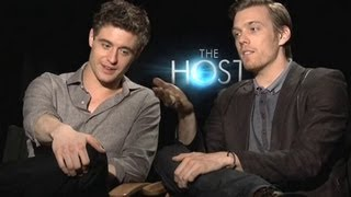 Jake Abel&Max Irons Interview - The Host (JoBlo.com)