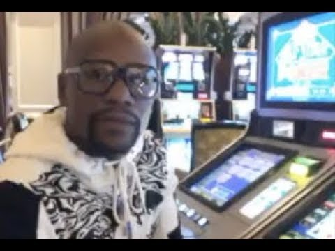 Floyd Mayweather Wins $170K At Slot Machine On Accident While At Casino