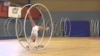 Esta chica se metió dentro de una rueda gigante e hizo algo que nunca he visto �INCREÍBLE
