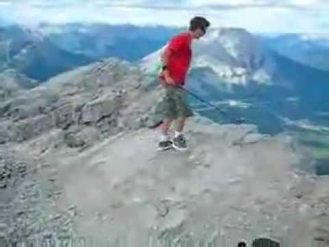 Jugando Golf en la cima de la montaña